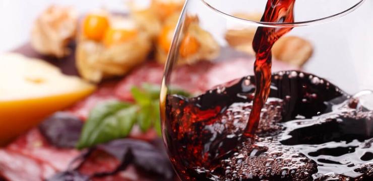 Uma taça de vinho por dia: quais os efeitos para sua saúde?