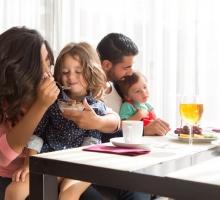Como os hábitos dos pais refletem na saúde dos filhos? Entenda!