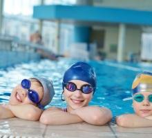 Natação para crianças: por que incentivar seu filho a nadar?